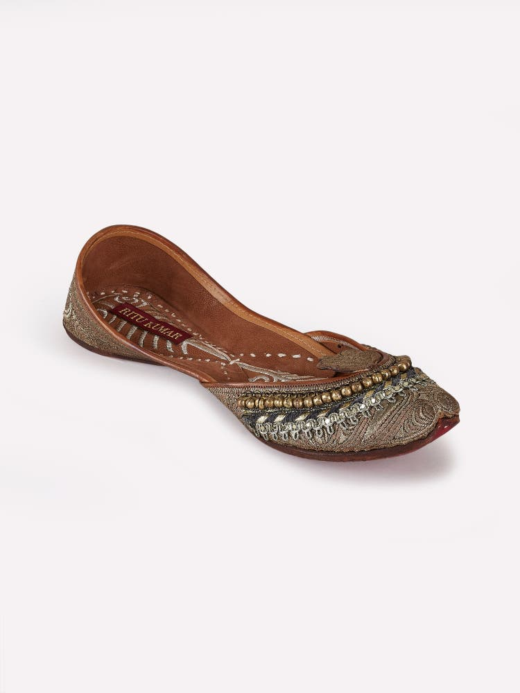 Golden Jhoomar Leather Mojari